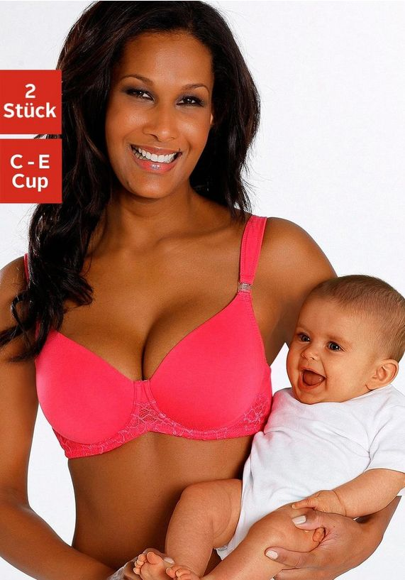 vrouw die een voedings bh draagt met baby in haar armen